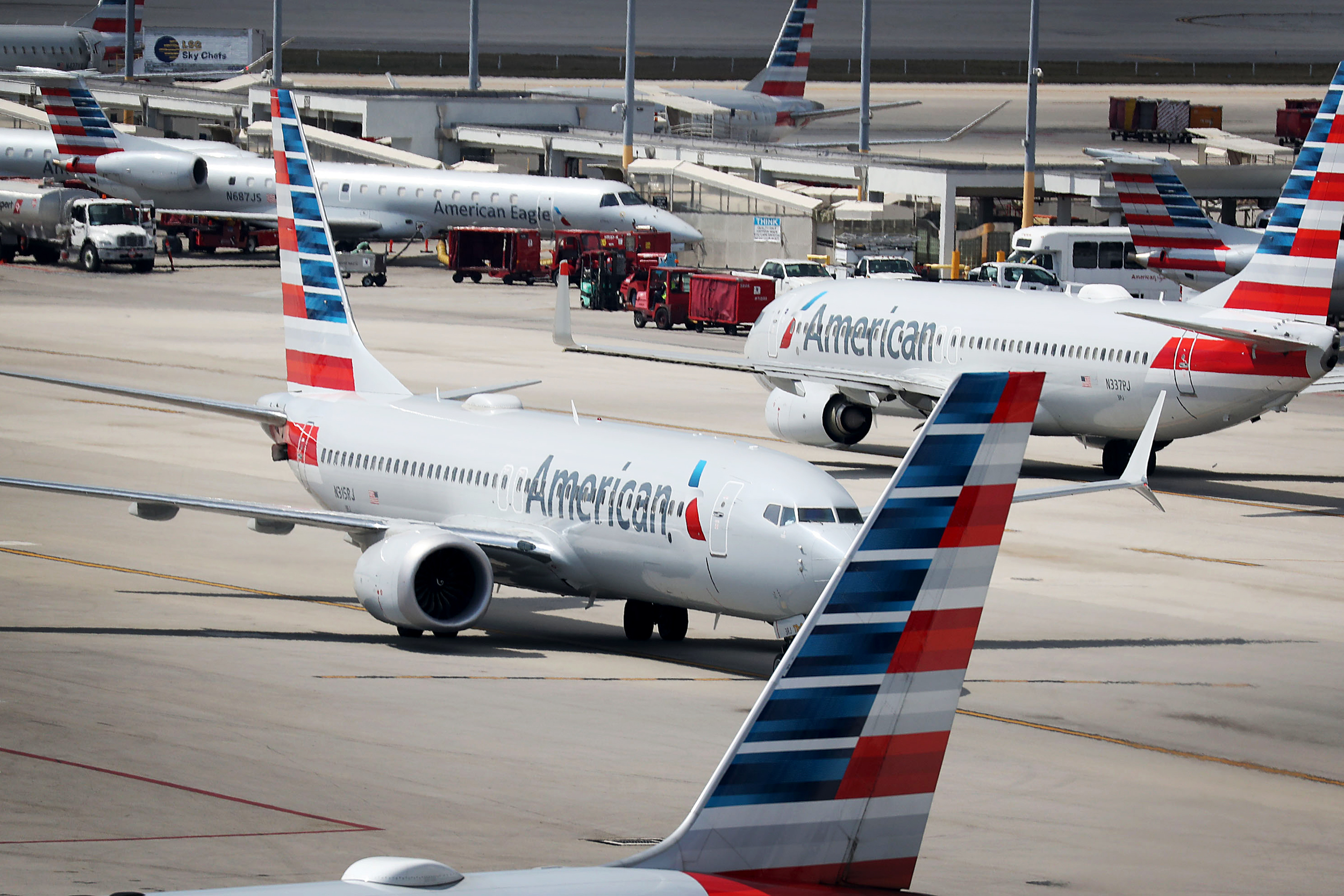 Passenger jumps onto wing of plane in Miami
