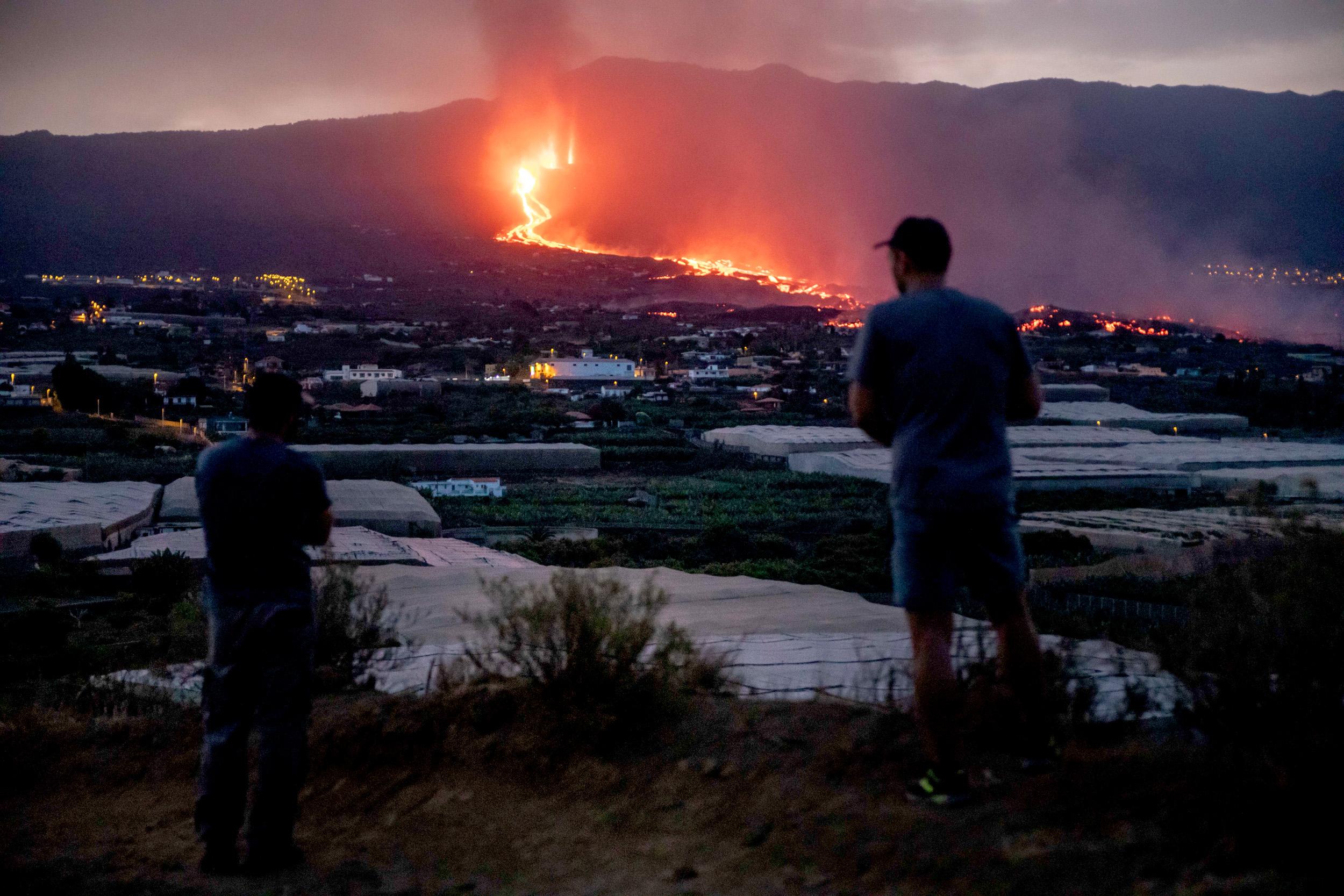 Erupting Spanish island volcano blows open new fissure