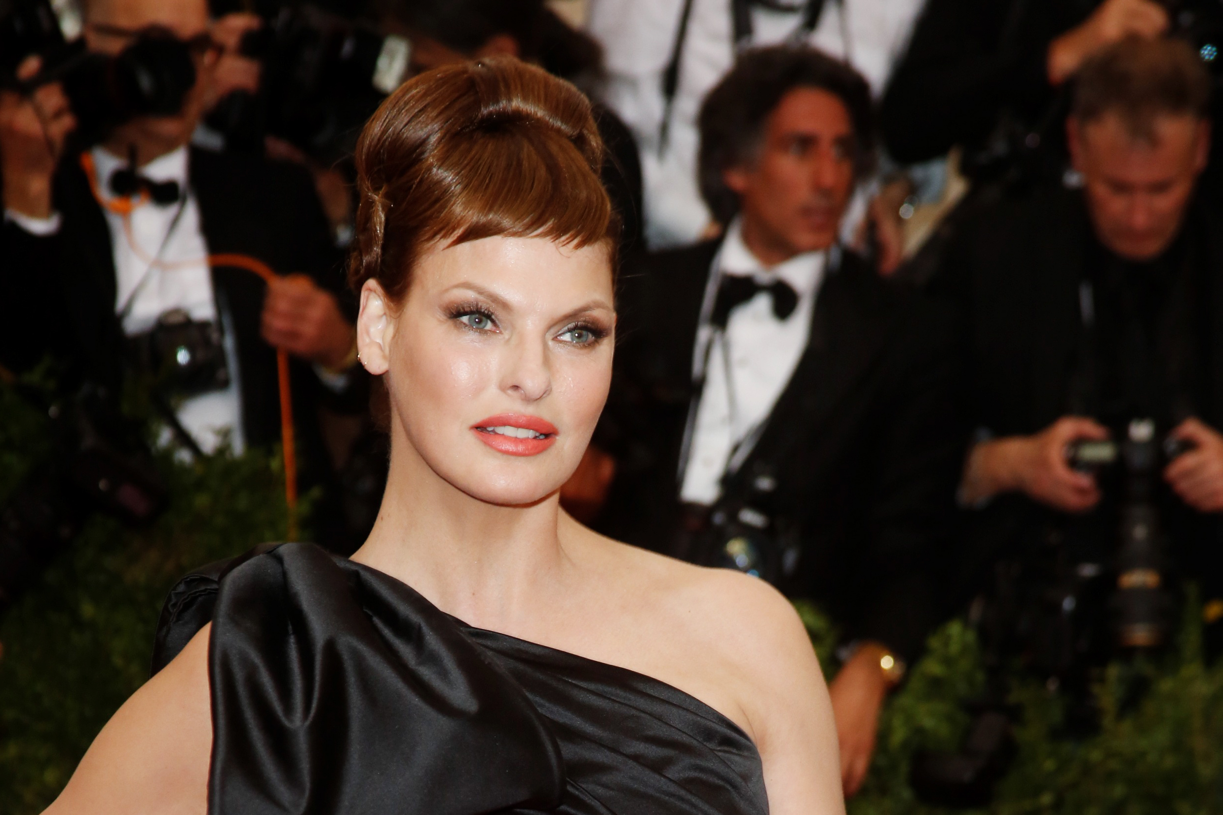 Linda Evangelista's lawsuit shows the dangers of plastic surgery — and denying aging