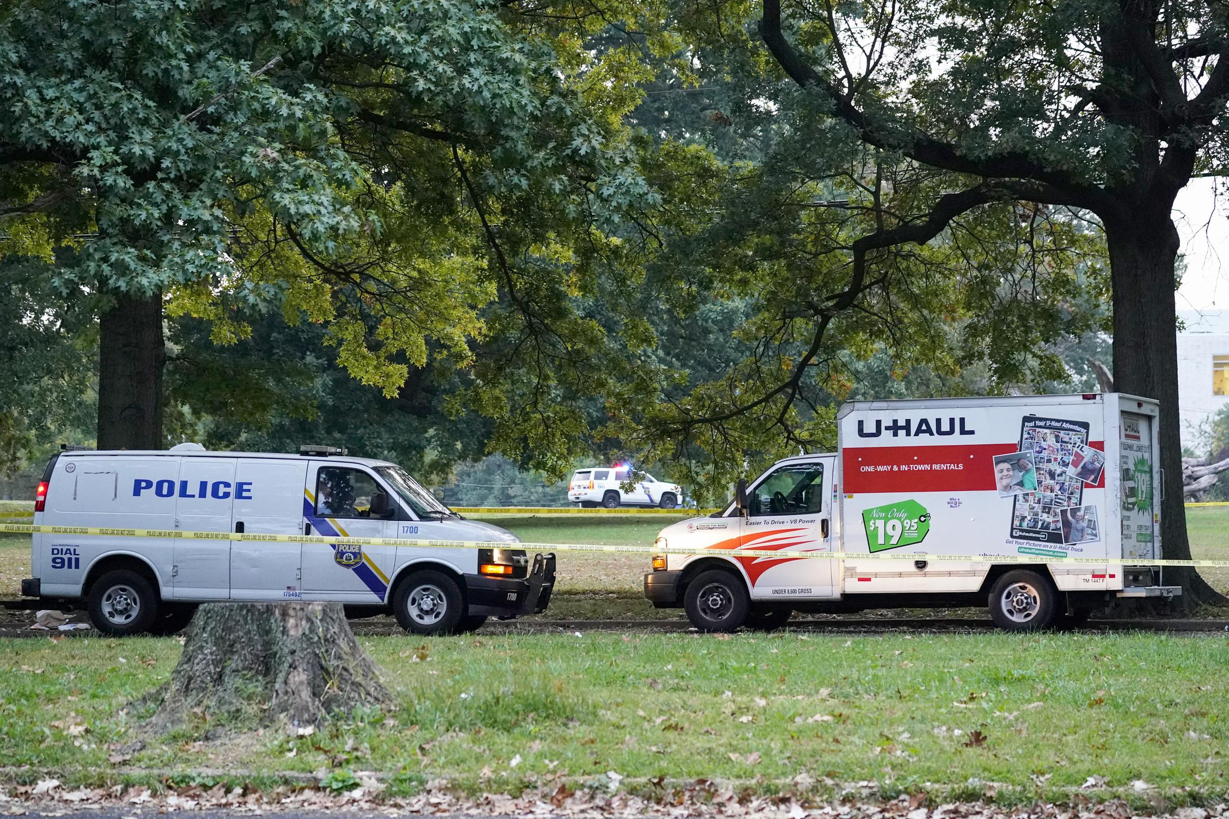Employee killed in Philadelphia hospital shooting; 2 police officers injured in shootout