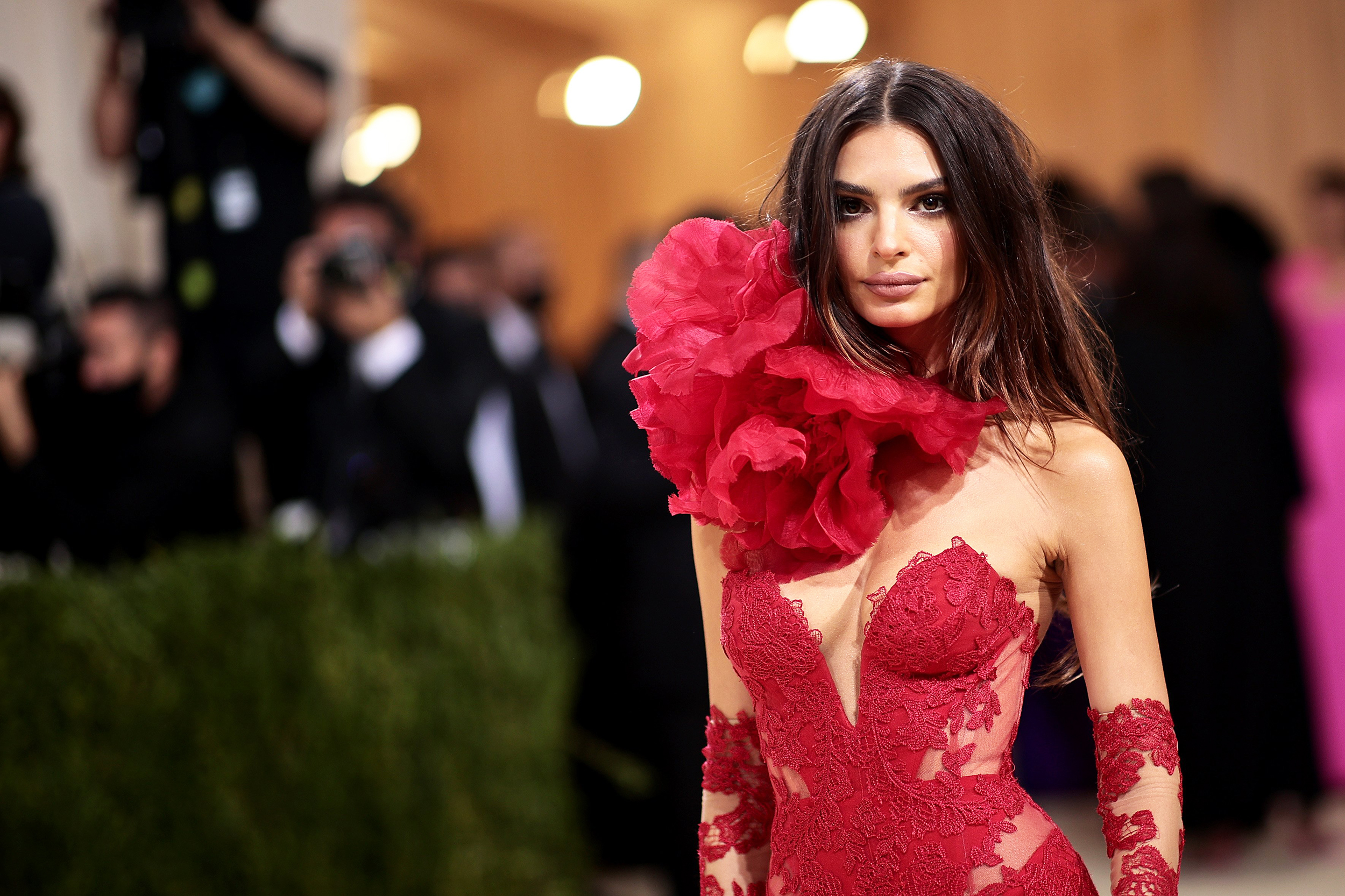 Emily Ratajkowski accuses Robin Thicke of groping her on 'Blurred Lines' set