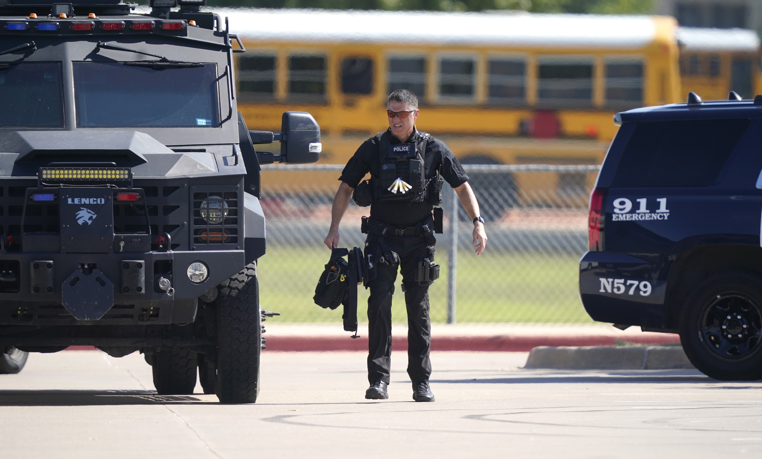 4 wounded in Texas school shooting; manhunt underway for suspected student gunman