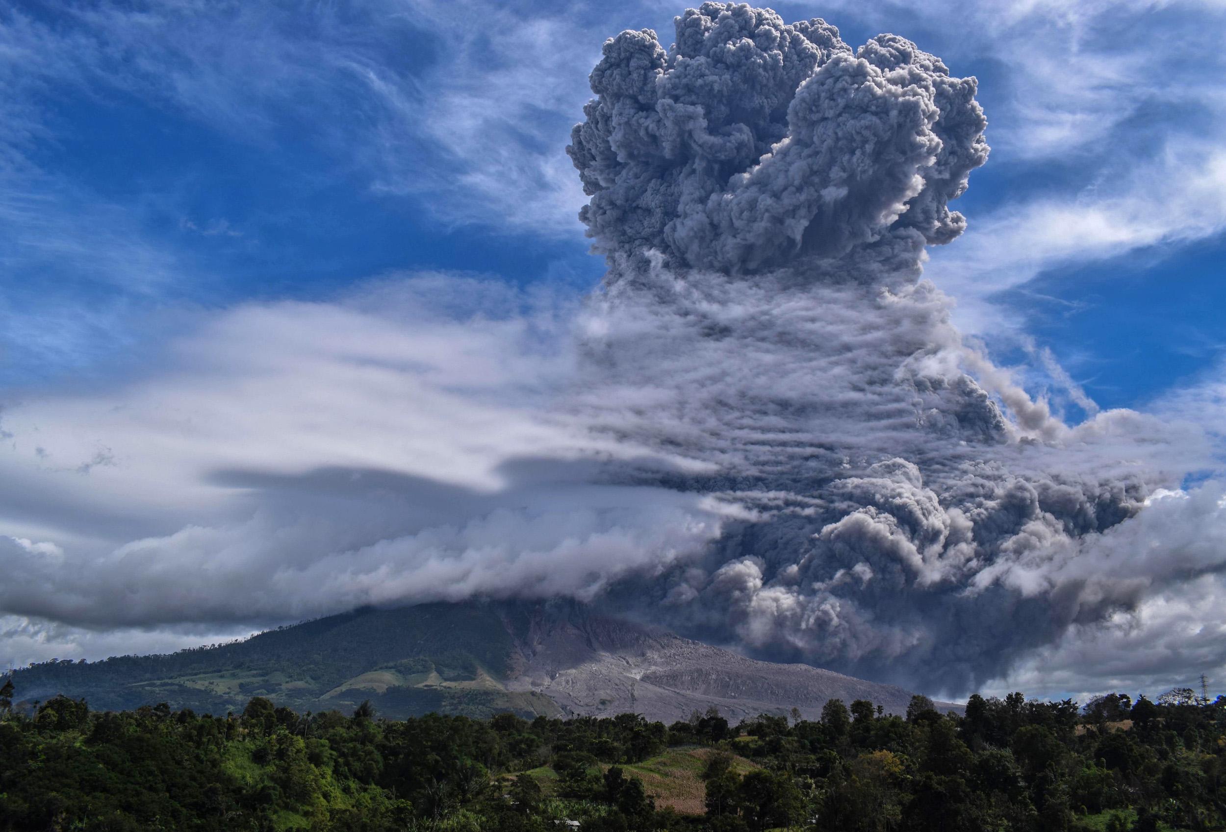 200810-sinabung-volcano-rockcms-mn-0910-