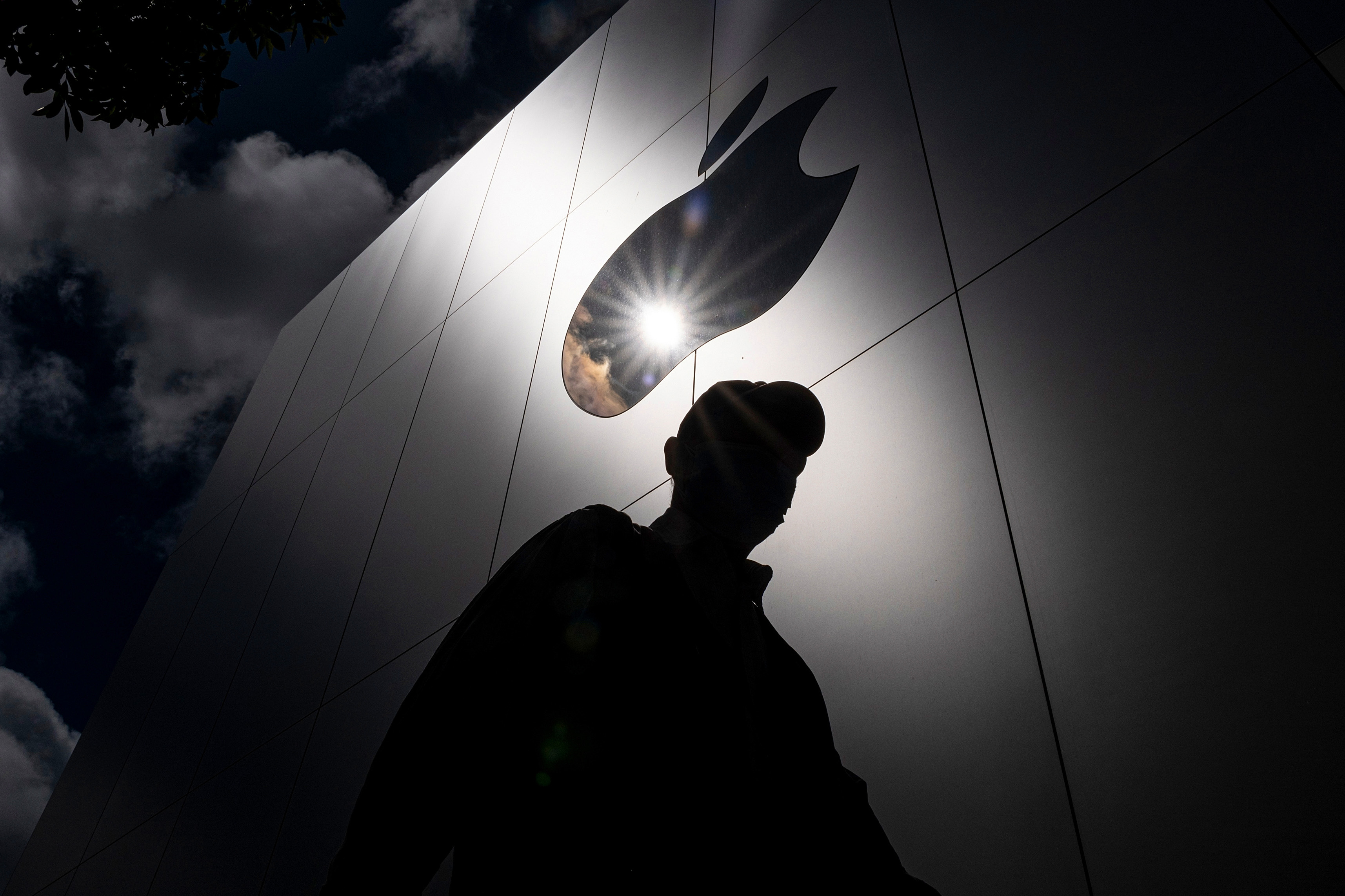 Update your iPhone: Spyware company using 'terrifying' hack, researchers say