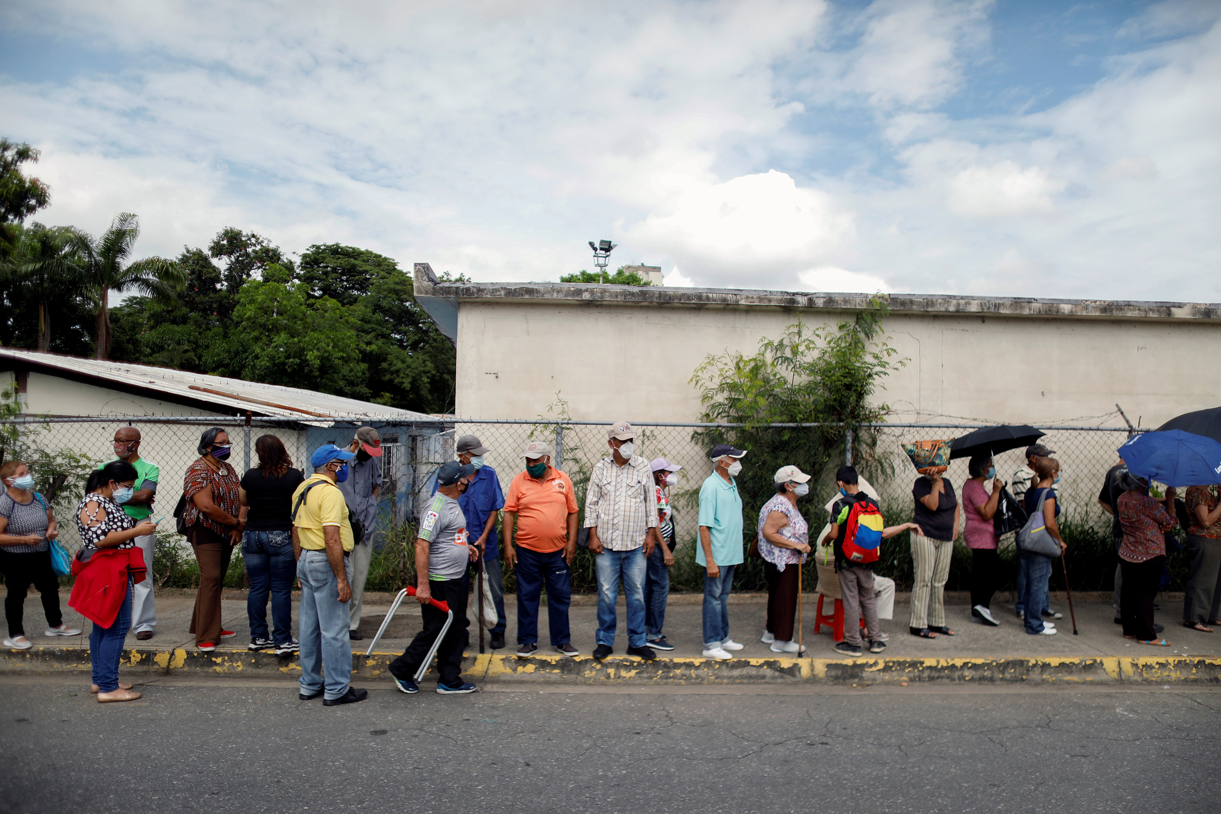Venezuelans turned away for 2nd shots due to vaccine shortages, groups warn