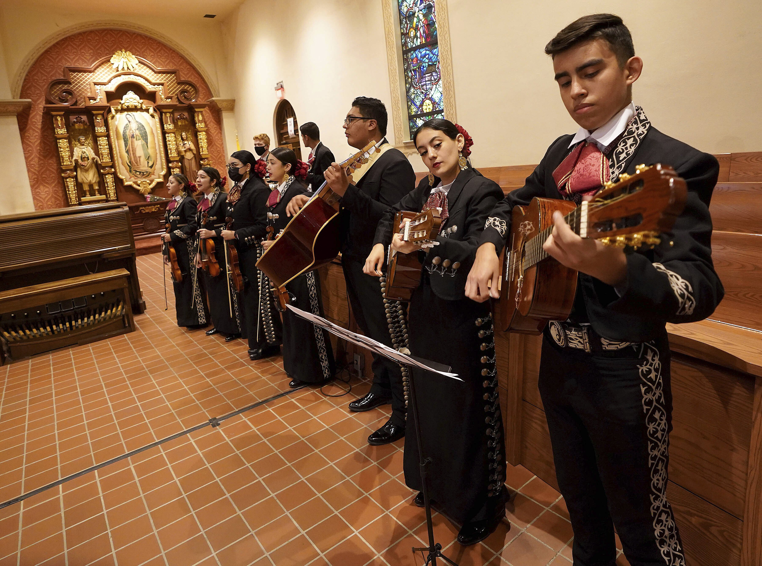 Mariachis on Sunday mass are back at this Tucson church after a Covid hiatus