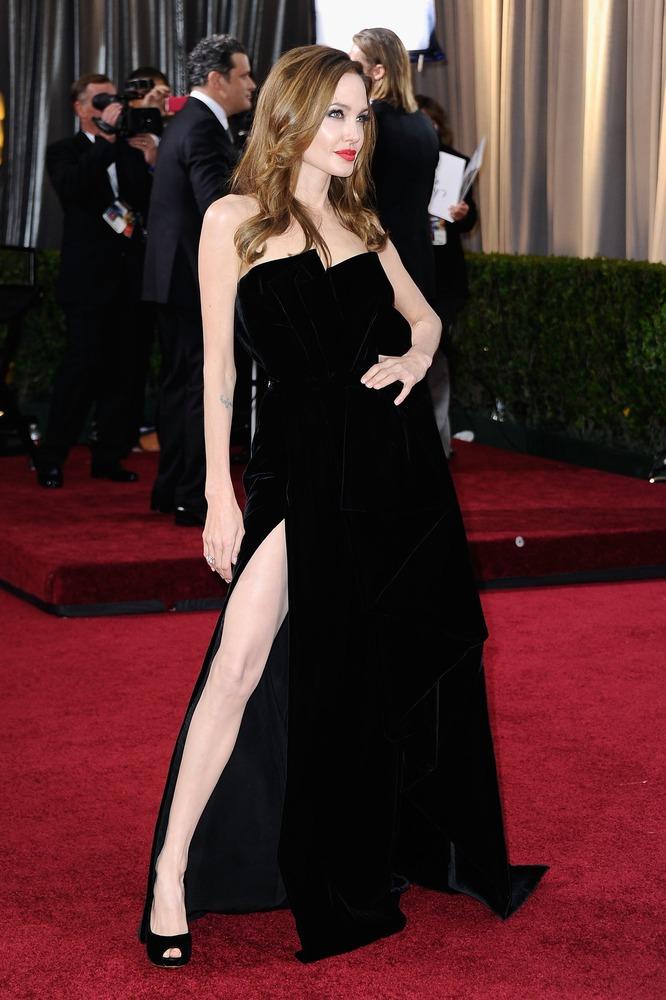 Angelina Jolie's right leg earns some Oscar night ...