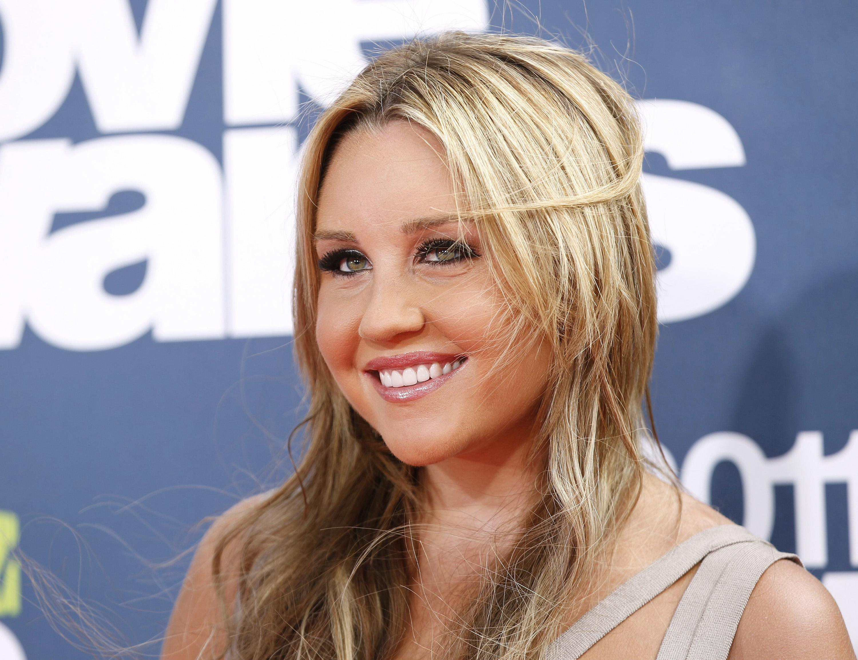 Amanda Bynes Nipples amanda bynes: not naked in public, says tanning salon ceo