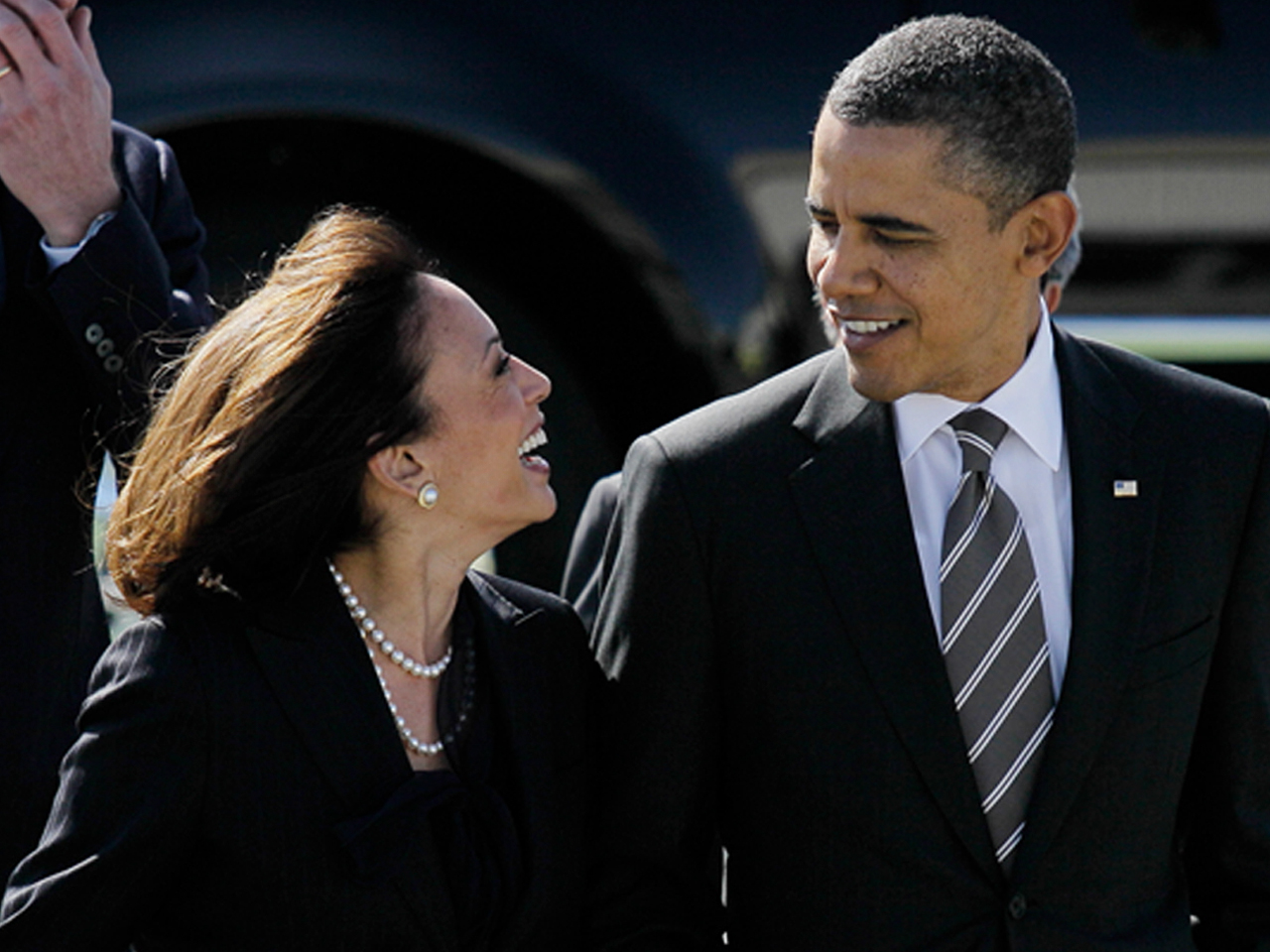 Obama Apologizes To Kamala Harris For Best Looking