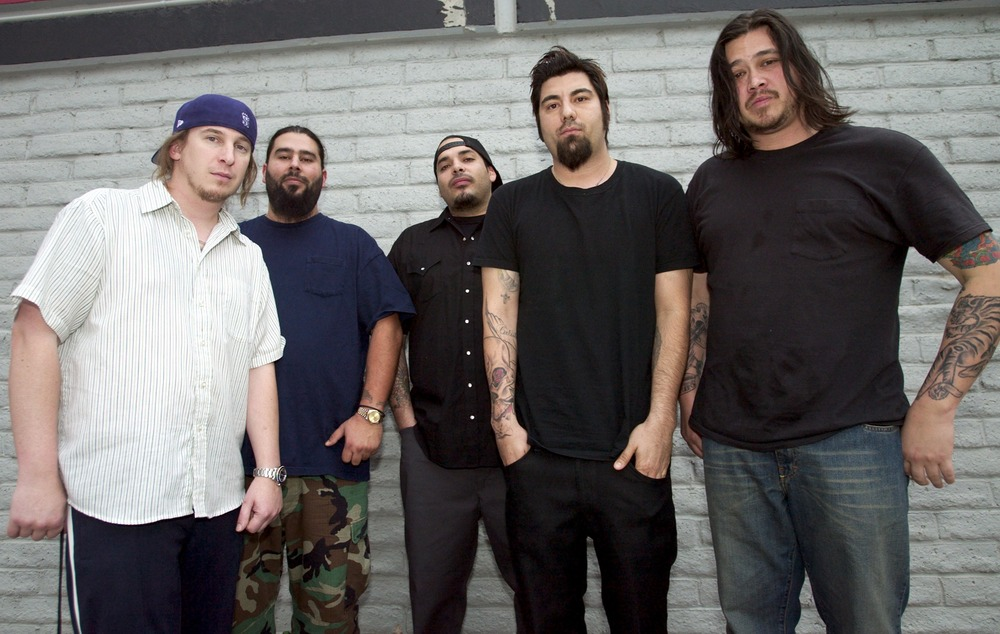 coma stricken deftones star chi cheng dies with mom singing songs