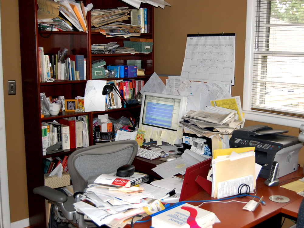 Cluttered Cubicle May Make You More Organized Today Com