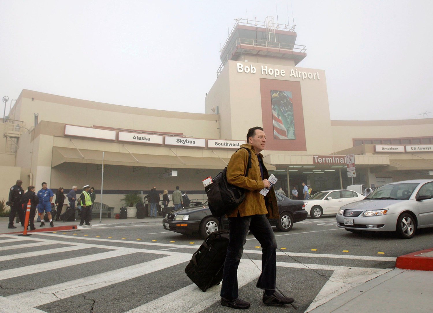 Andy Peters leaves Bob Hope Airport, which was closed due to fog, in Burbank, Calif., Monday, Nov. 19, 2007, after his flight was canceled. Peters mad...