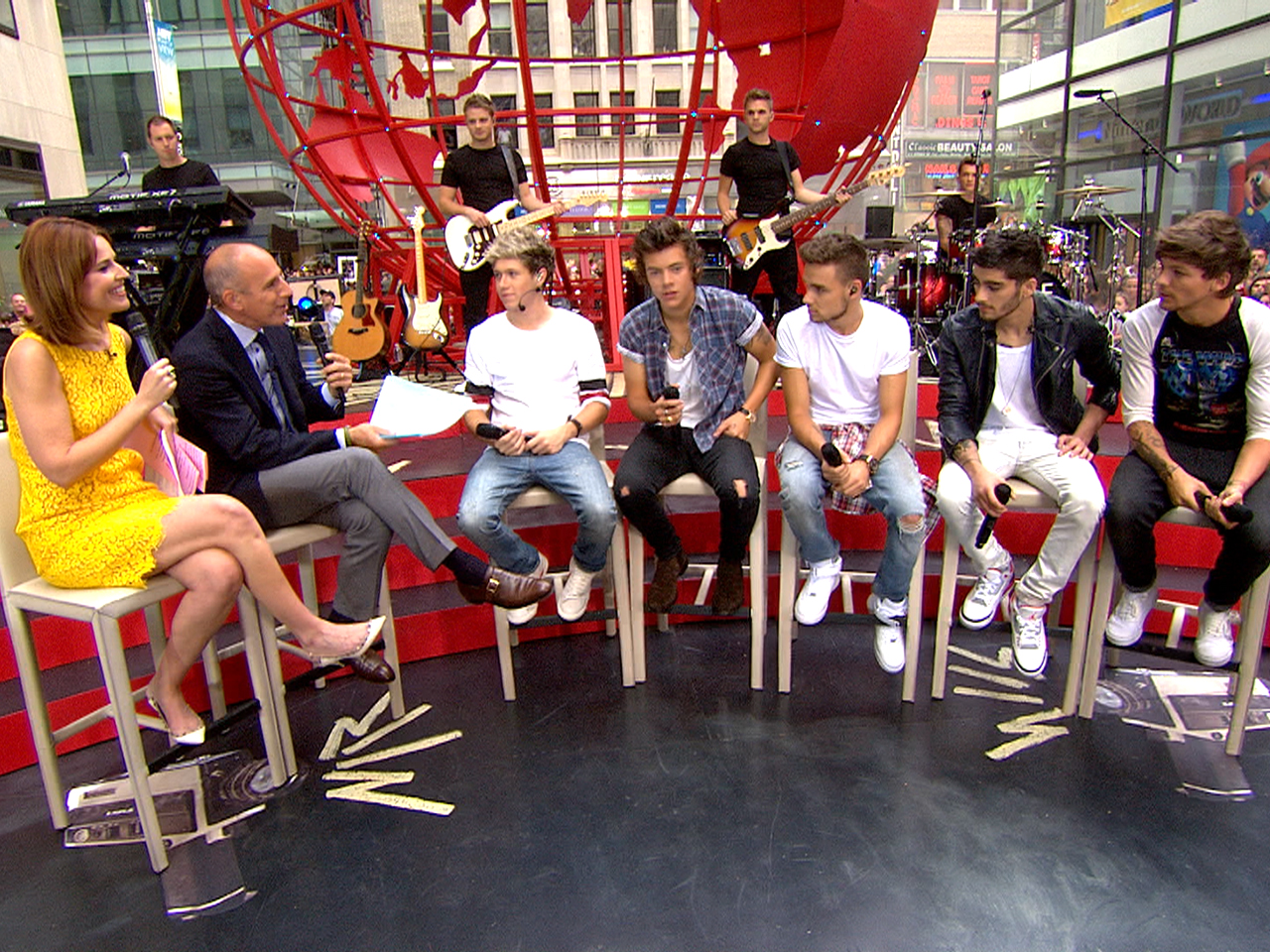 Image: One Direction hits the TODAY plaza.
