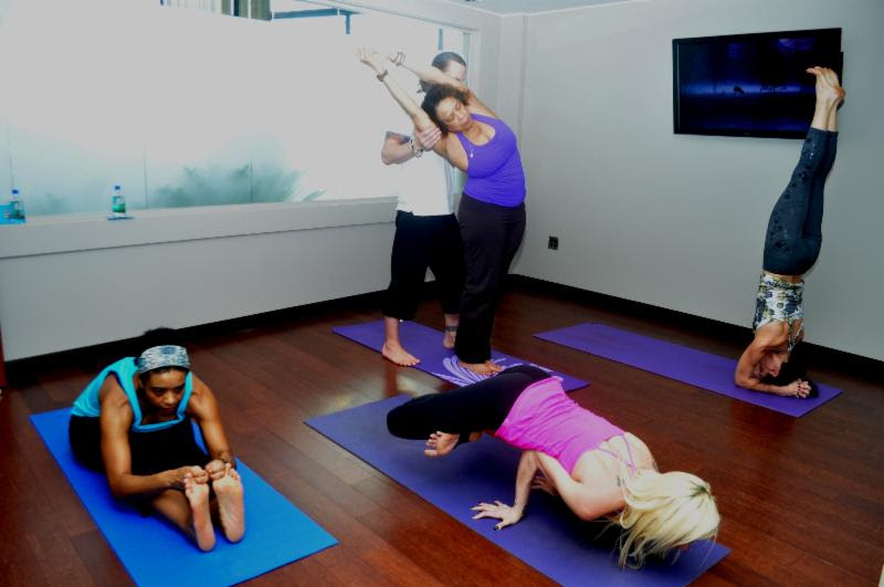 Relax yoga room opens in chicago 39 s o 39 hare airport for Garden yoga rooms