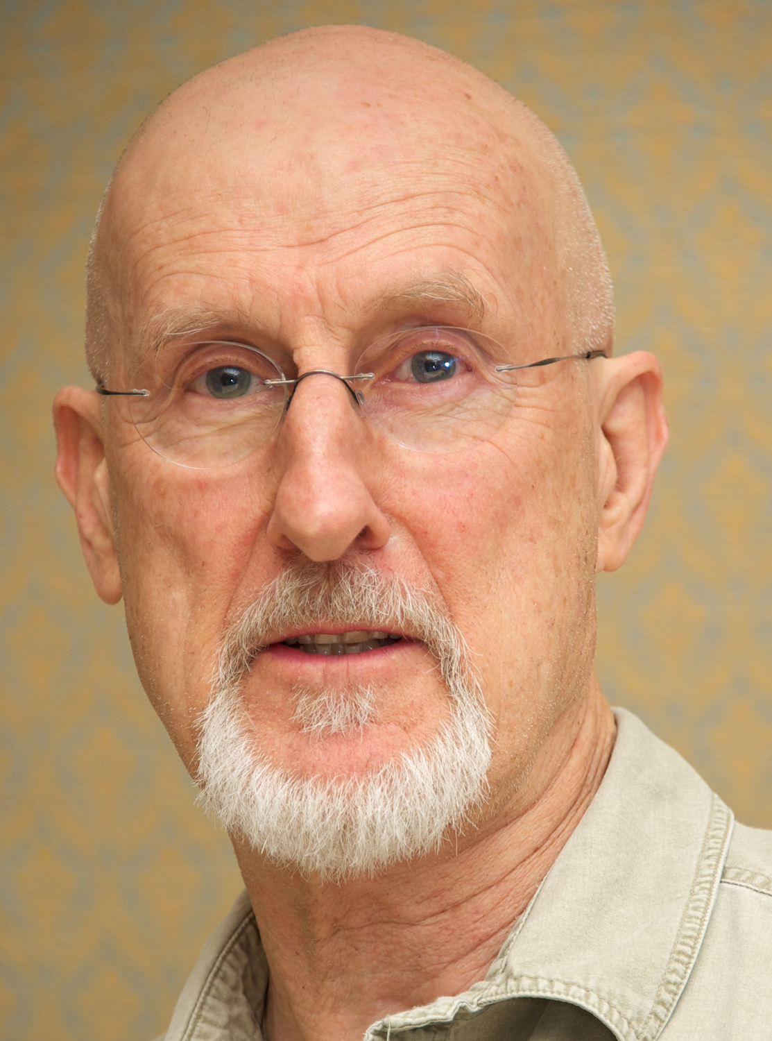 James Oscar Lee : James cromwell arrested for protesting alleged cat abuse