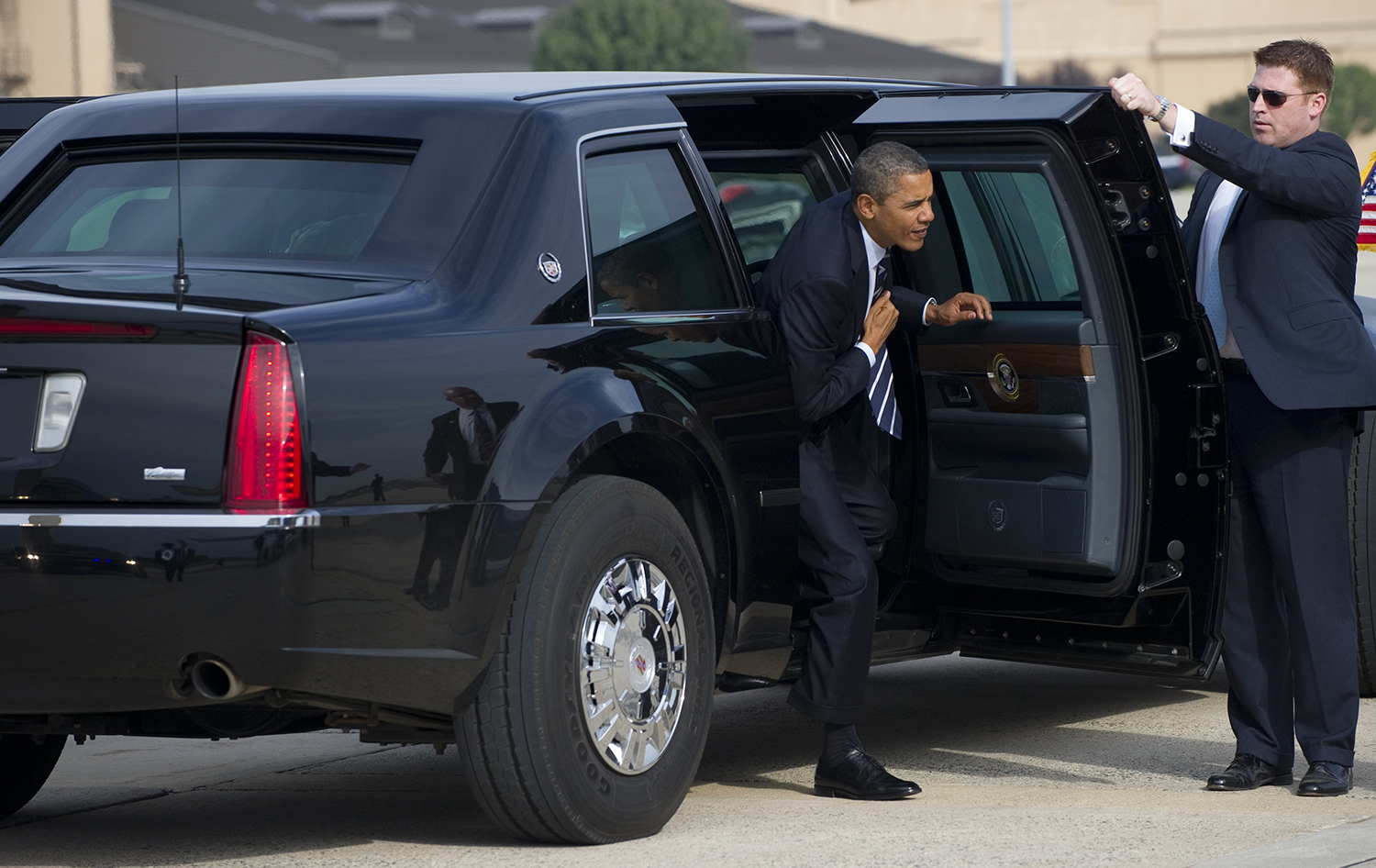 Us president barack obama gets out of his limousine as he walks to air