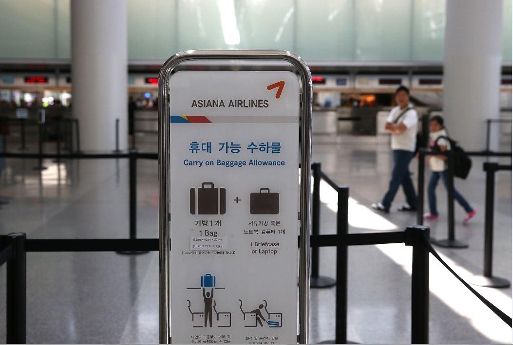 Asiana Air sign