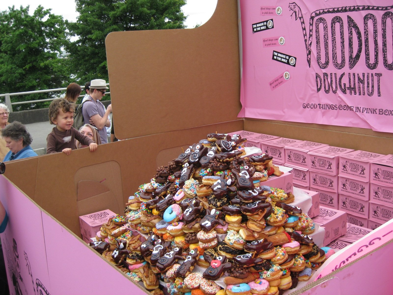 World's largest box of doughnuts weighs in at 666 pounds ...
