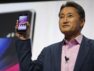 Sony CEO with Xperia Z1 smartphone