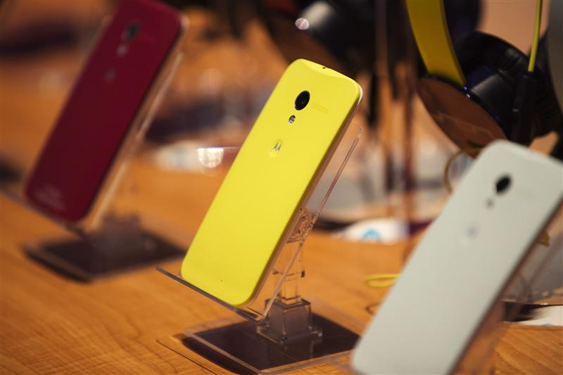 Different colored examples of Motorola's new Moto X phones rest on a table at a launch event in New York, in this August 1, 2013 file photo. REUTERS/L...