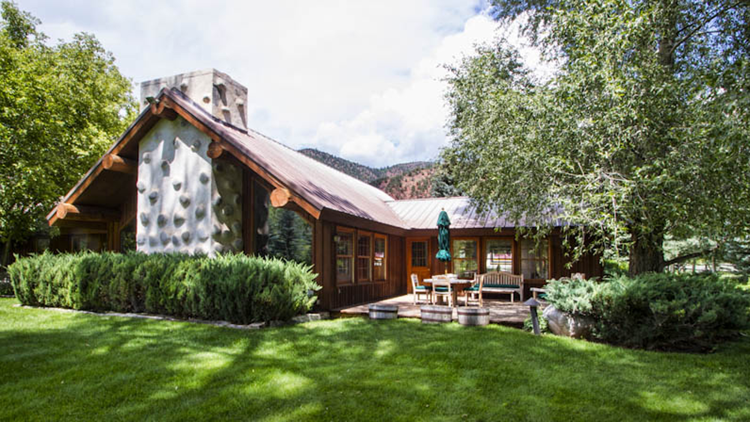 ringo starr and wife barbara bach put colorado ranch up for sale. Black Bedroom Furniture Sets. Home Design Ideas