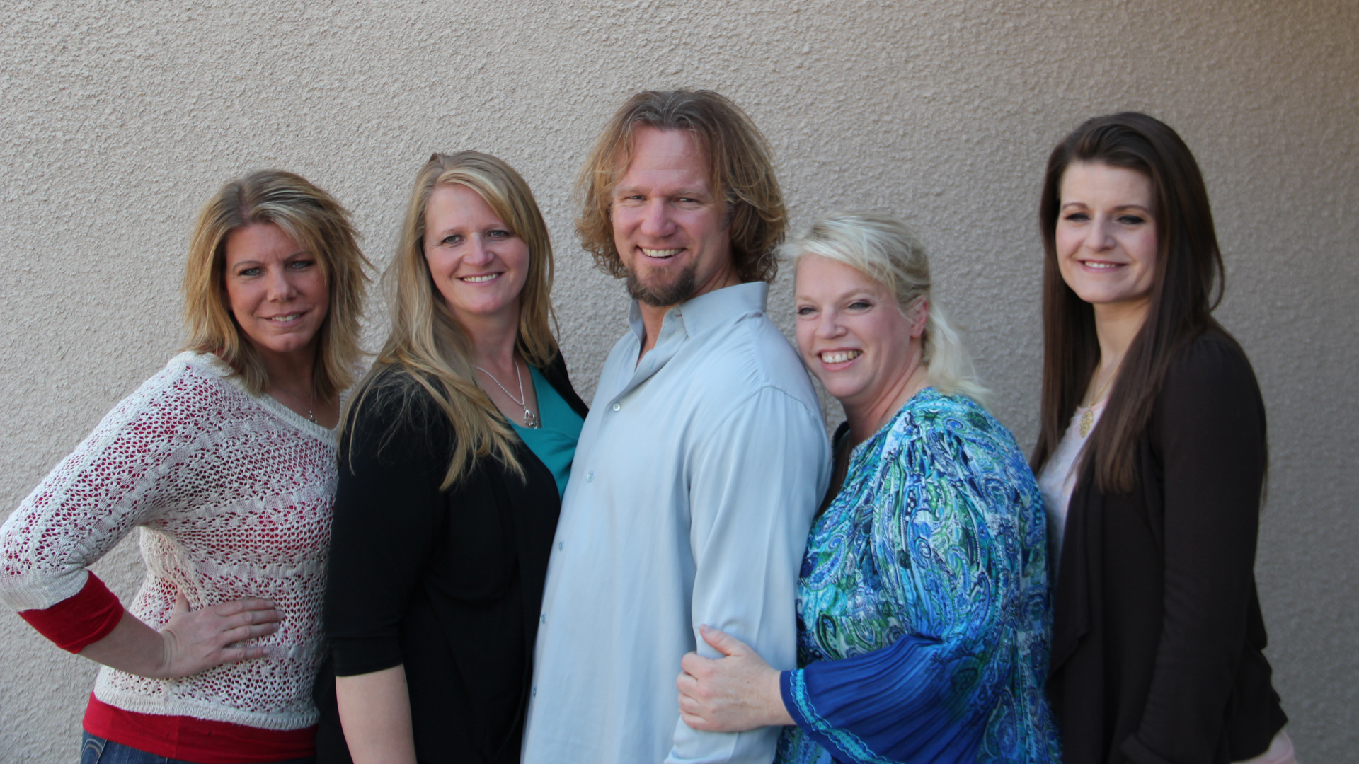 Image: Kody Brown (center) with his sister wives (L to R), Meri, Christine, Janelle and Robyn.