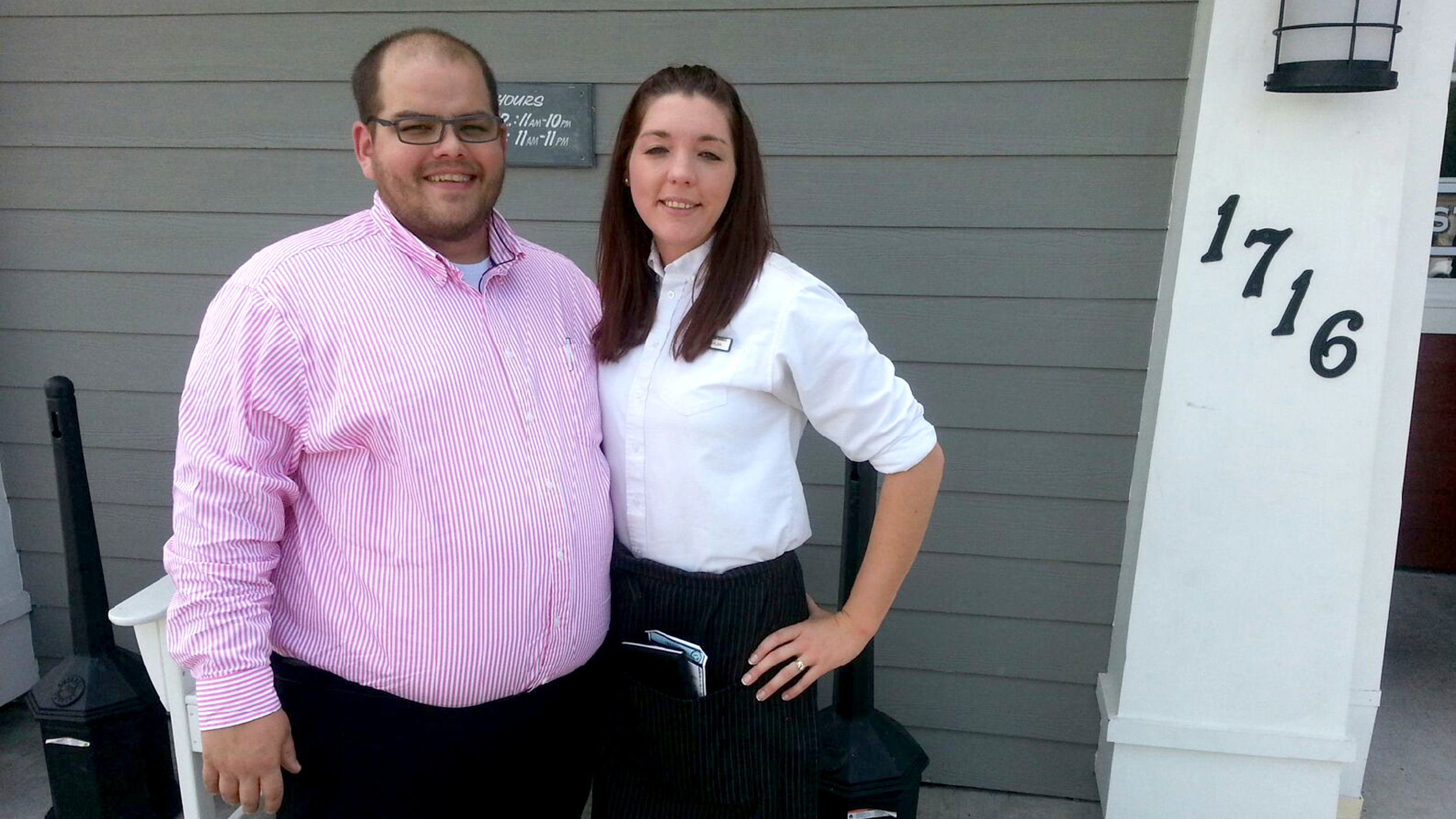 Red Lobster staffers pick up widow's check on her wedding ...
