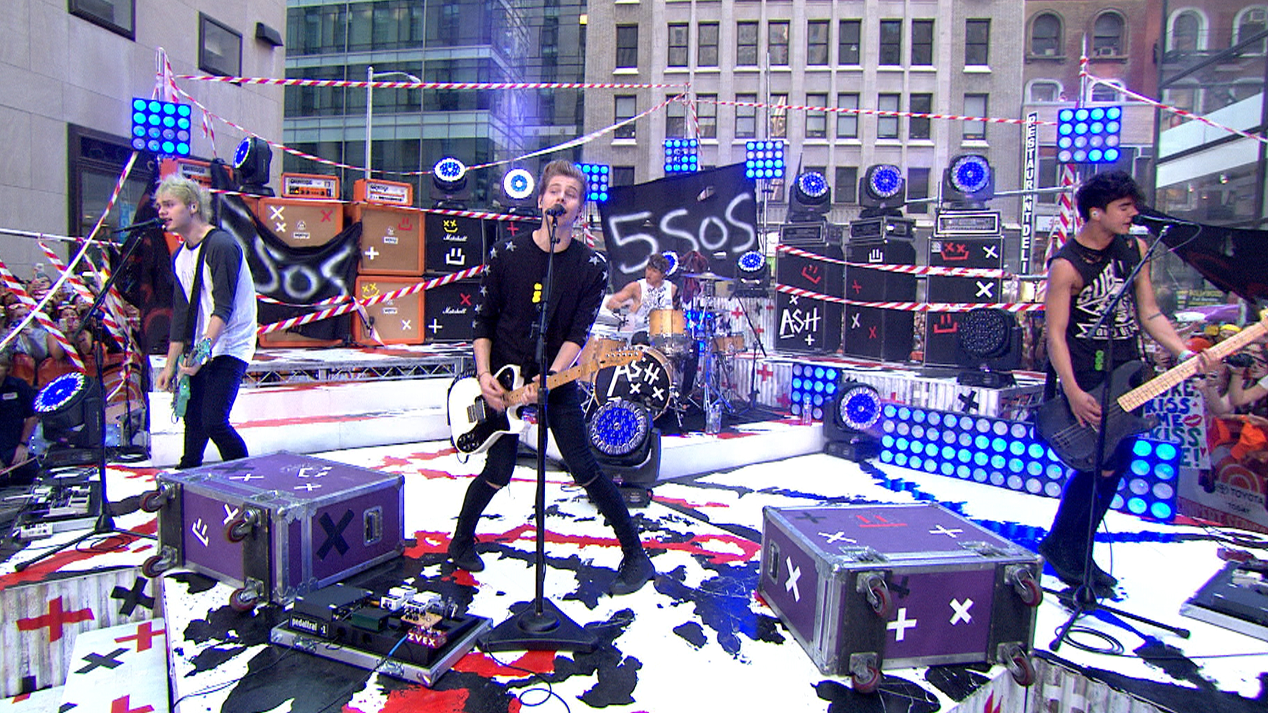 5 Seconds Of Summer Bring The Heat To Adoring Throng Of Fans On