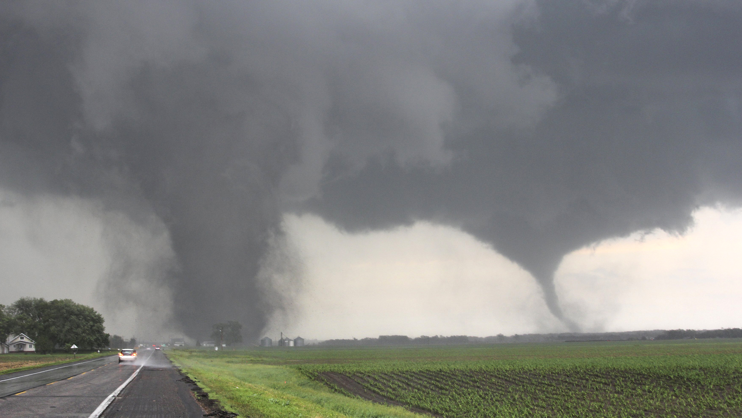 http://media1.s-nbcnews.com/i/streams/2014/June/140617/1D274906143116-today-nebraska-tornadoes-140617-02.jpg