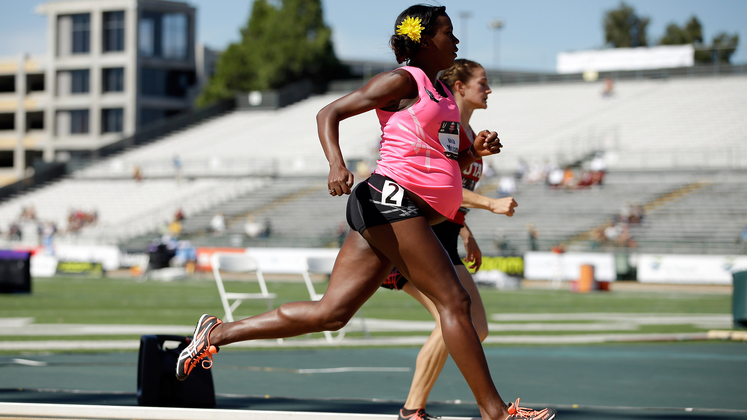 Olympian Alysia Montano runs race 8 months pregnant, gets standing ovation