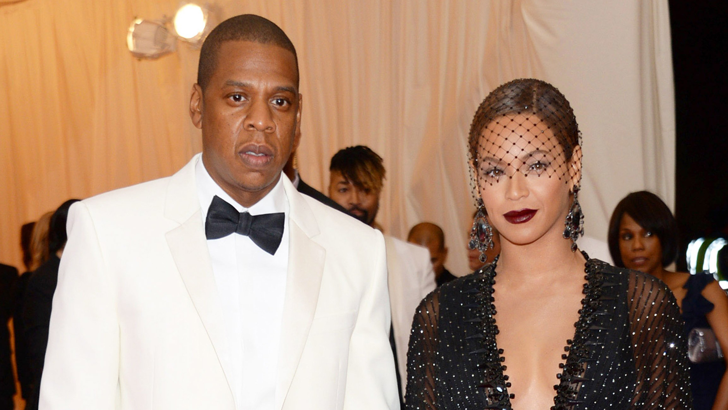 Beyoncé Alludes to the Elevator Fight in New SongRemix foto