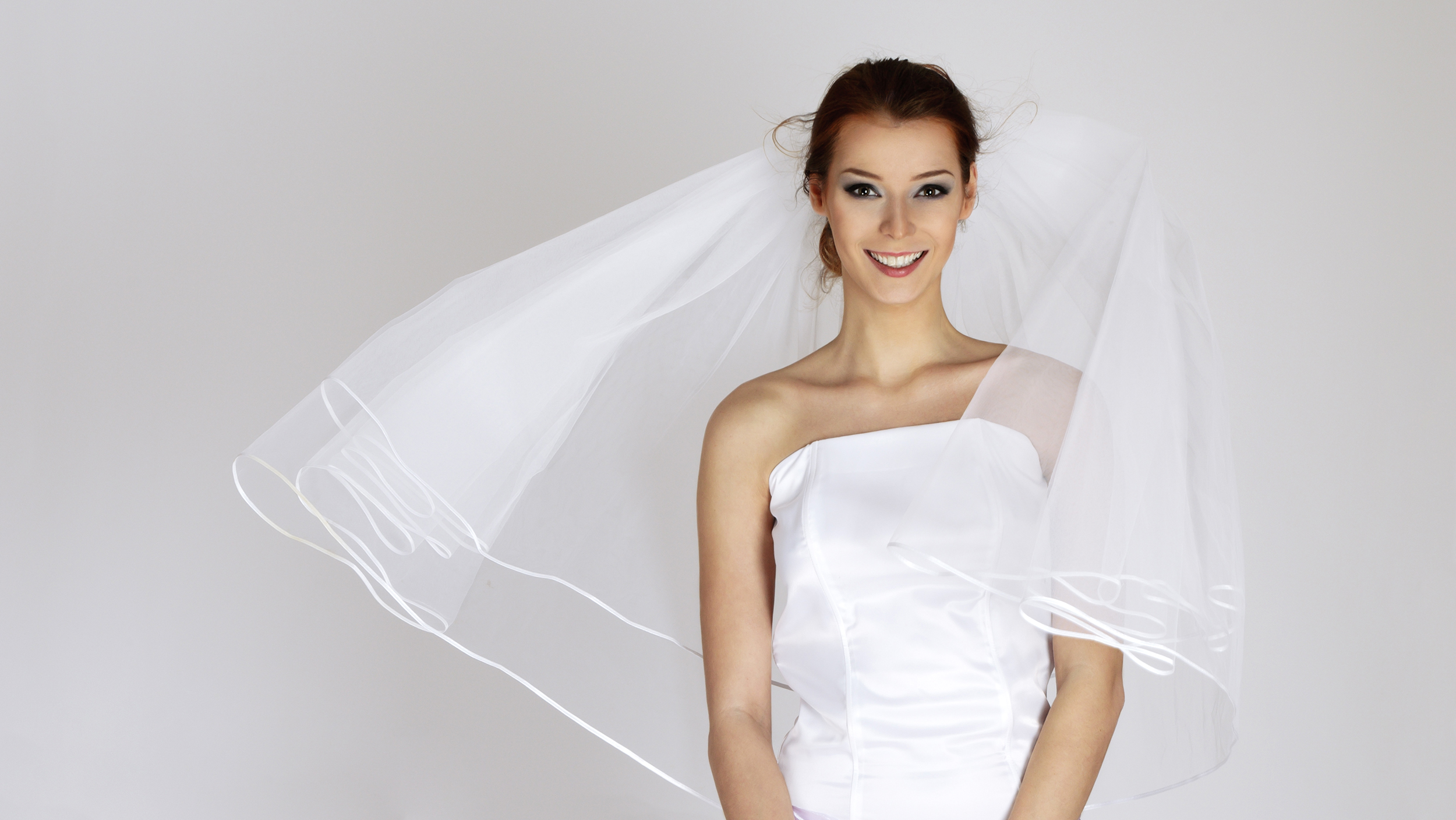 A vera wang wedding dress for 150 bucks how to find a for Once owned wedding dresses