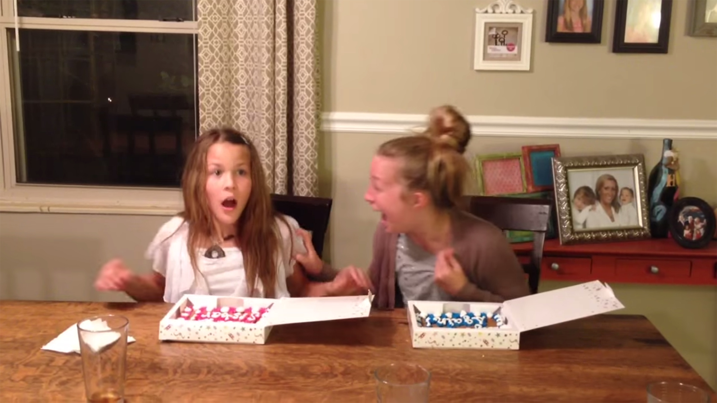 Sisters Scream As Cookie Cakes Reveal Mom S Pregnancy In