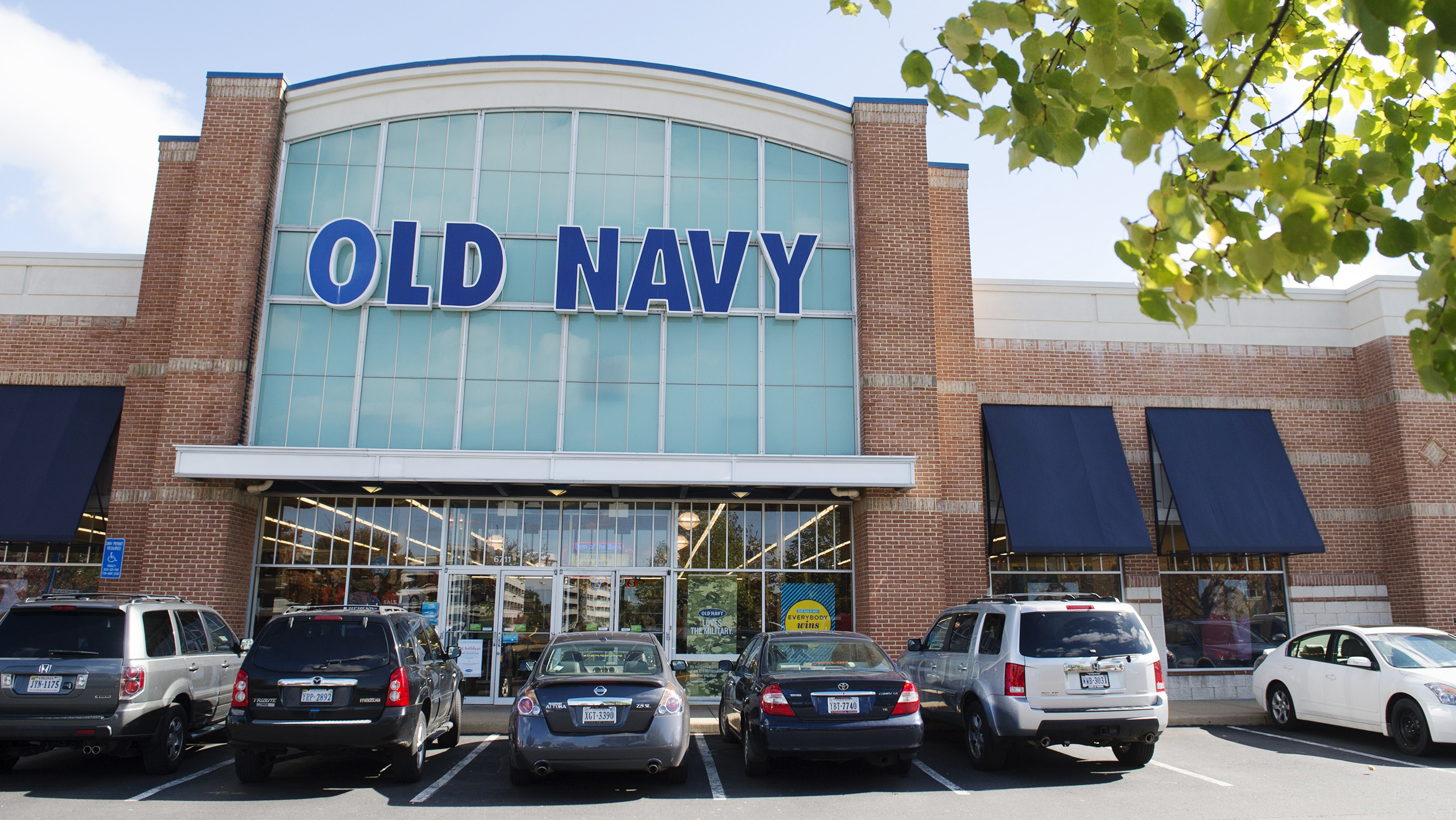 Old Navy Defends Charging More For Plus-size Women's