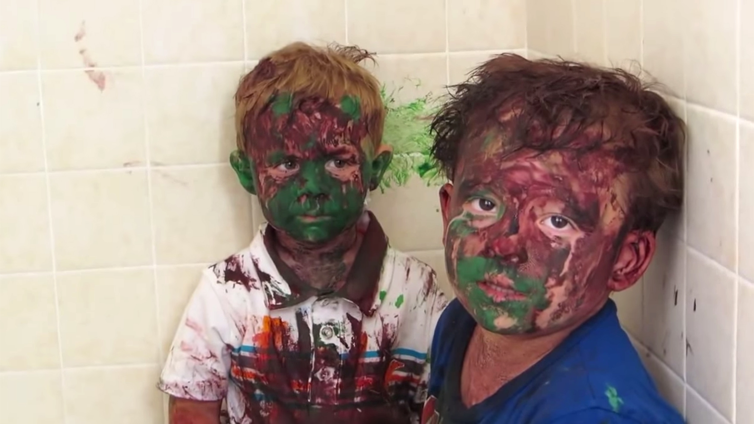 Dad Catches Kids Absolutely Covered In Paint Can T Stop