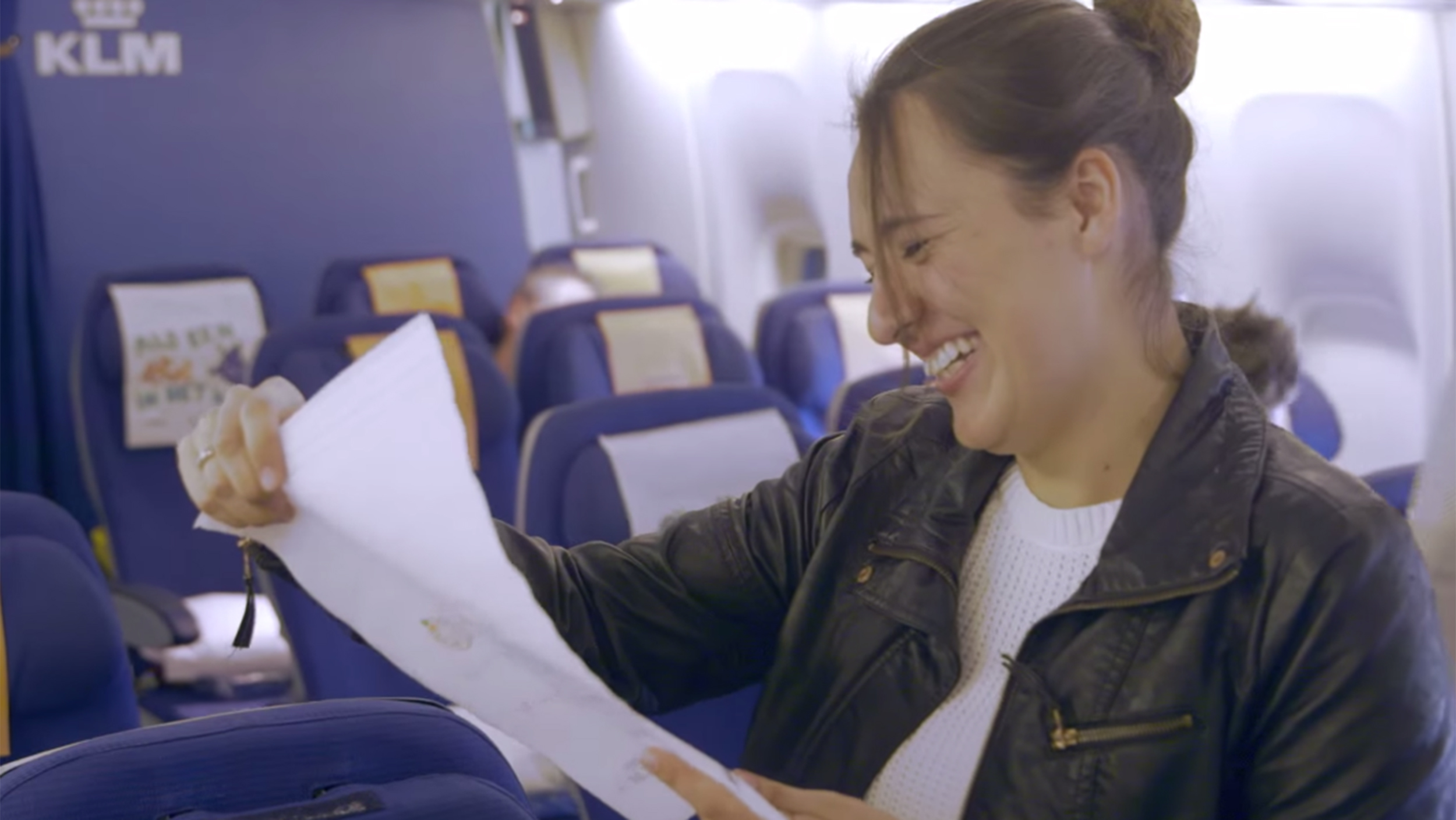 Klm moves passengers to tears with surprise greetings from loved ones m4hsunfo