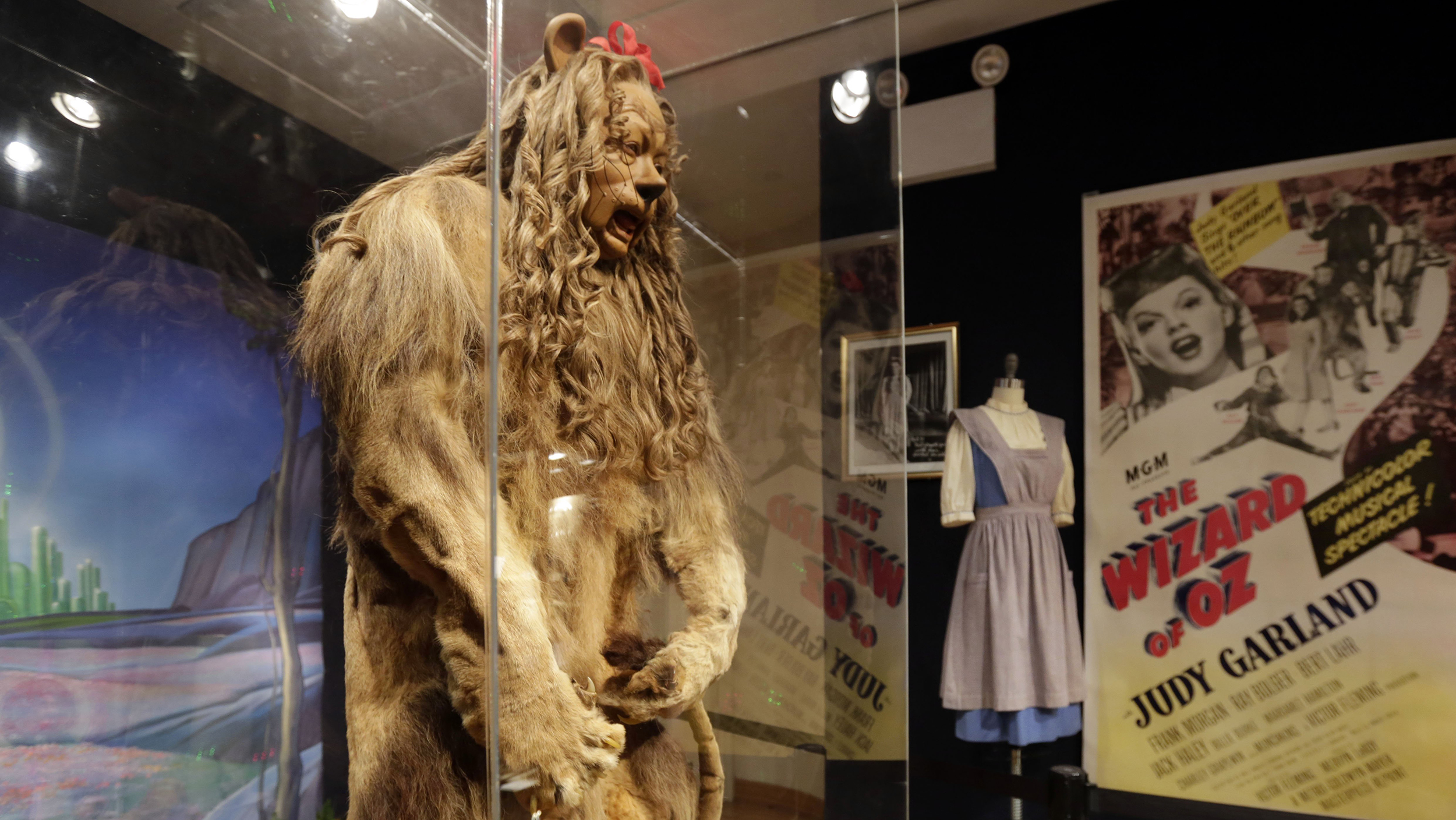 Wizard of Oz' Cowardly Lion costume, 'Casablanca' piano each sell ...