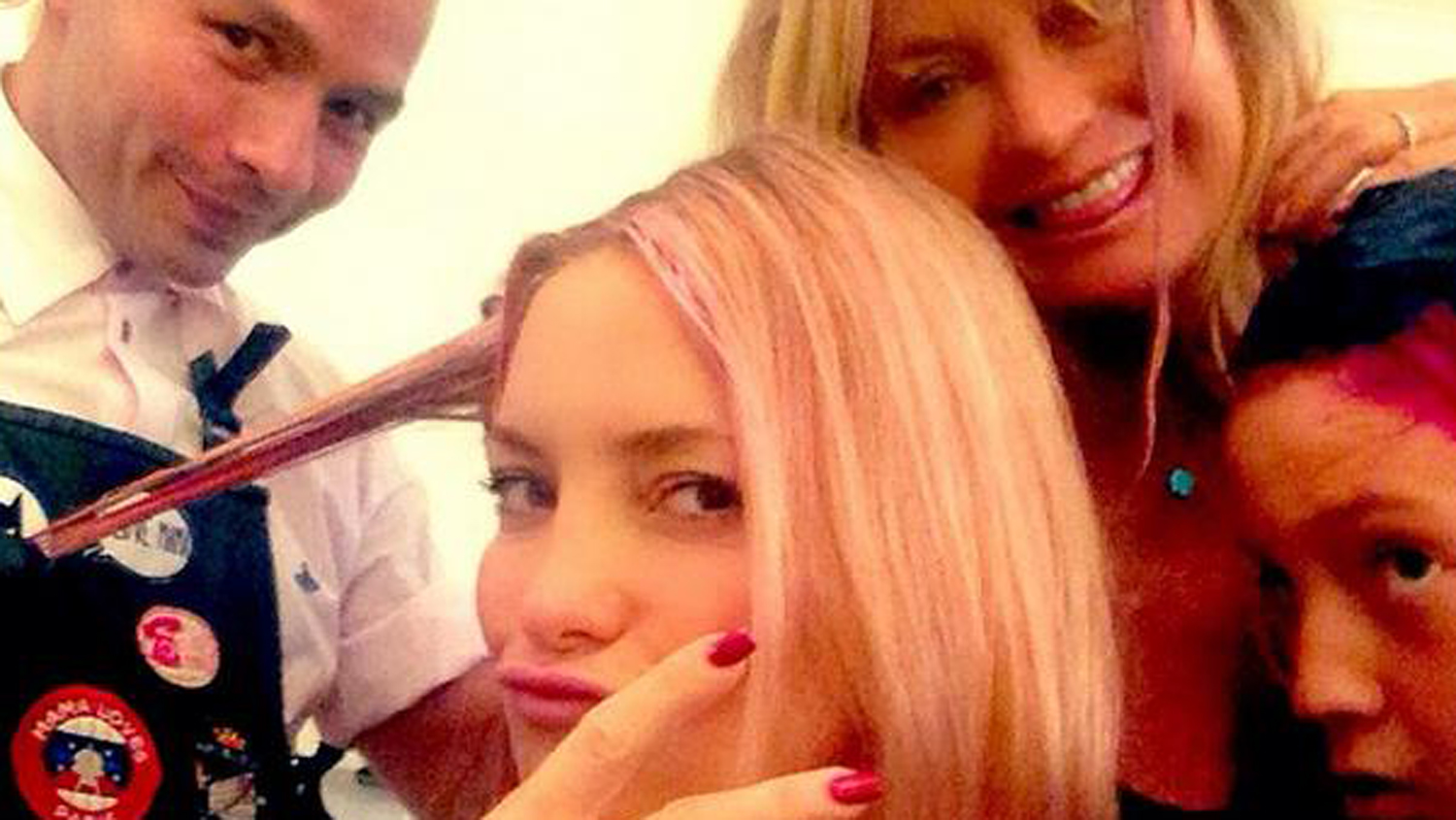 Kate Hudson Goldie Hawn Add Pink To Hair For Breast Cancer Awareness