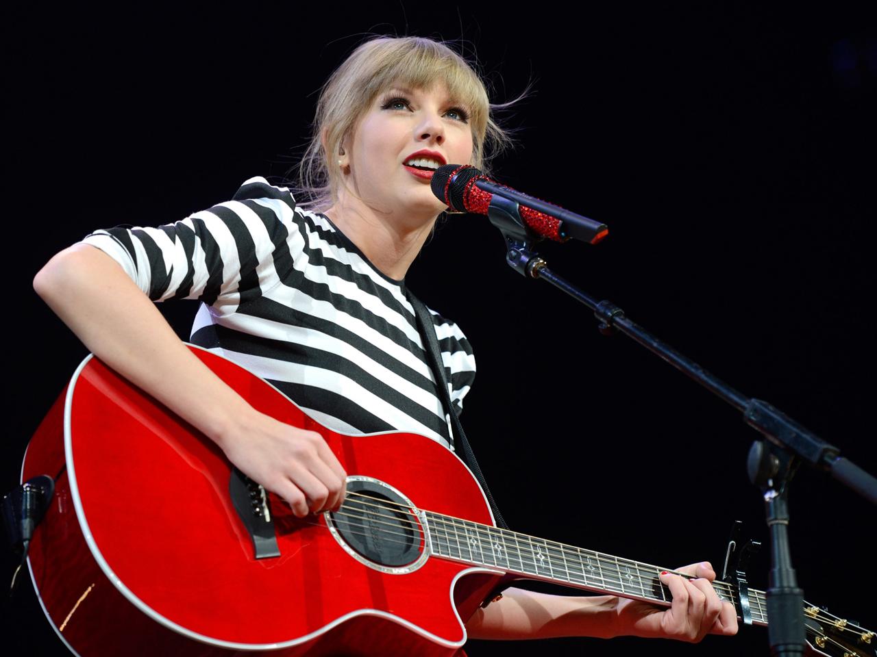 Taylor Swift Sends Touching Instagram Message To Bullied Teen Fan