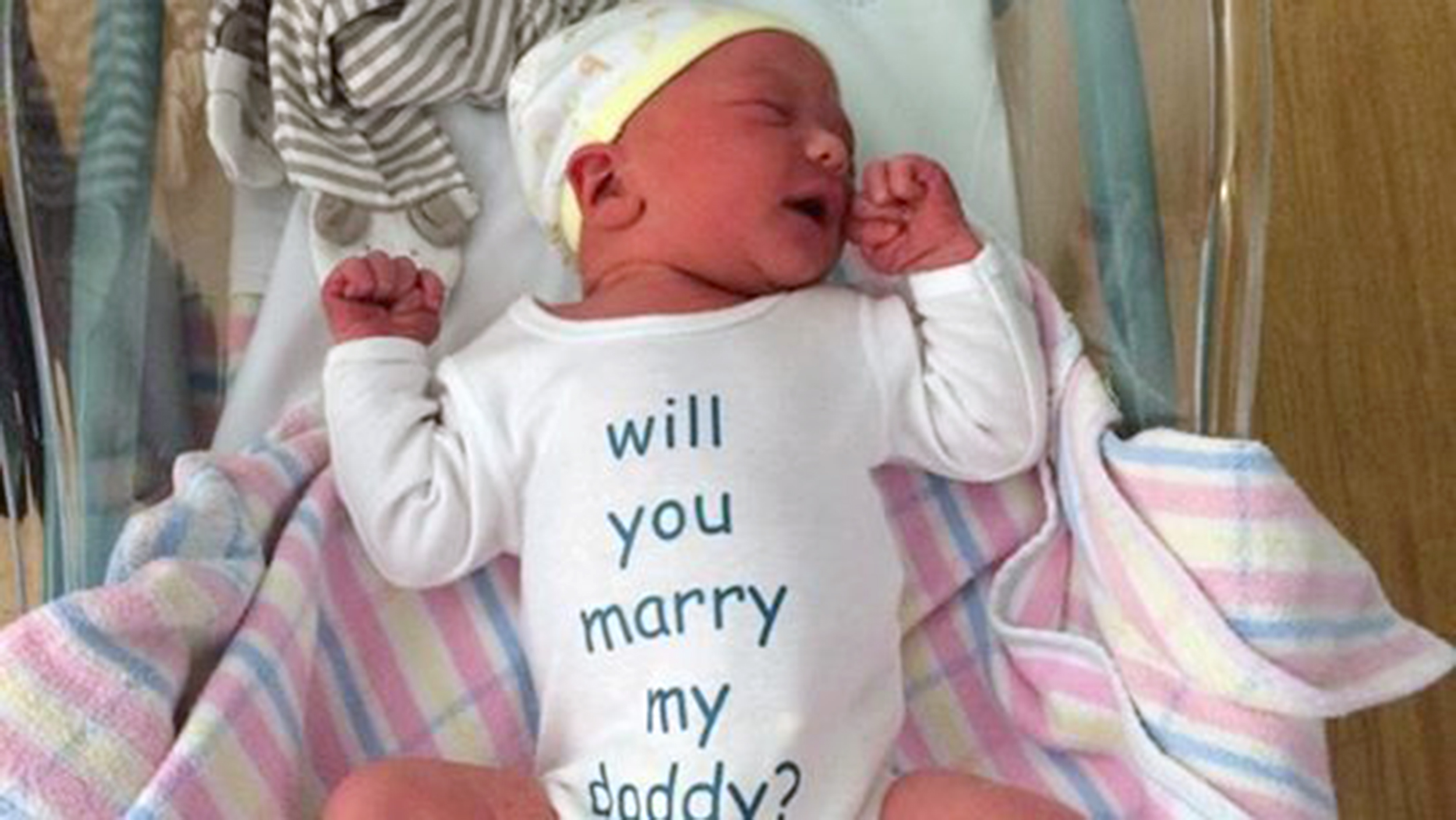 72f5eea37 Will you marry my daddy    Baby helps new dad propose to his girlfriend