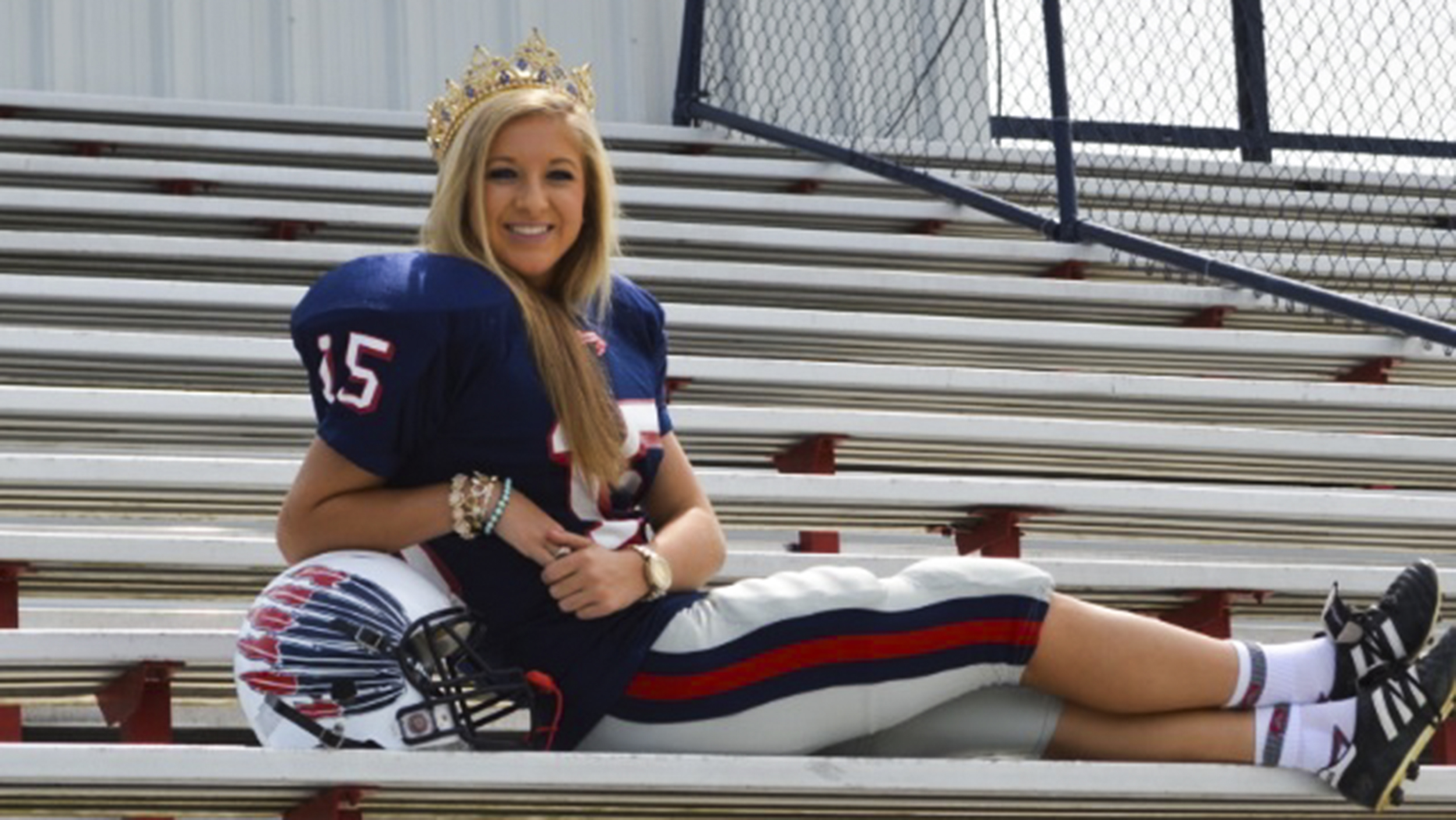 Homecoming Queen Mary Kate Smith Also Stars On Her High School's Football  Team  Today