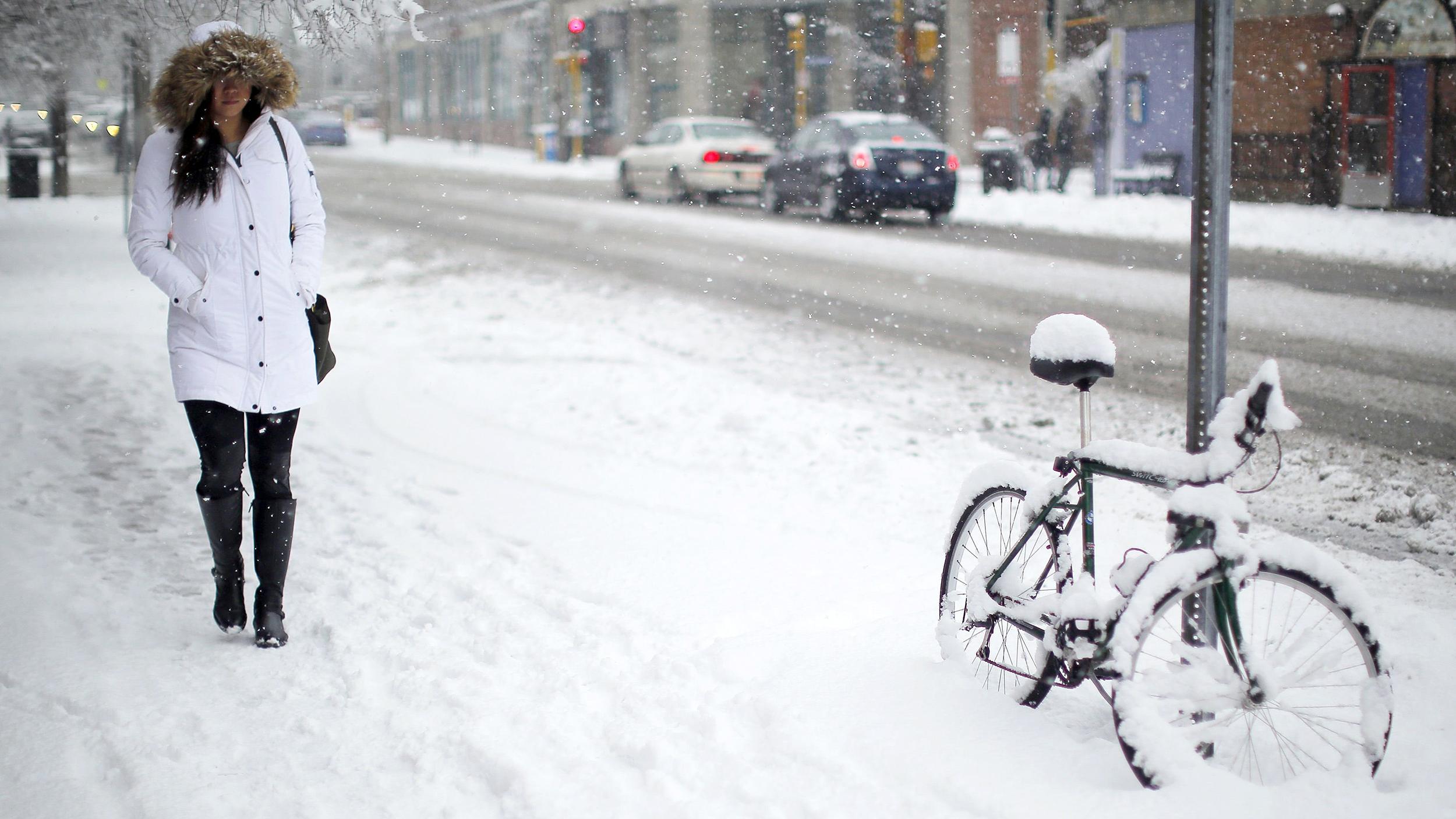 photo Icy Sidewalks Walk like a Penguin