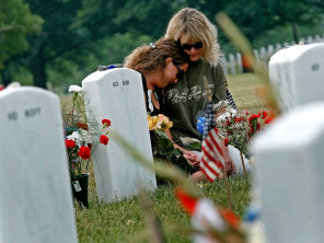 Families Make Pilgrimage To Arlington Cemetery For Memorial Day
