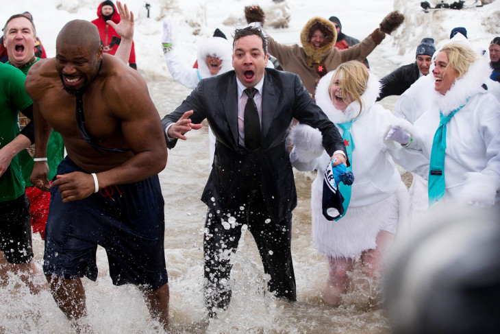Jimmy Fallon takes icy plunge in Lake Michigan