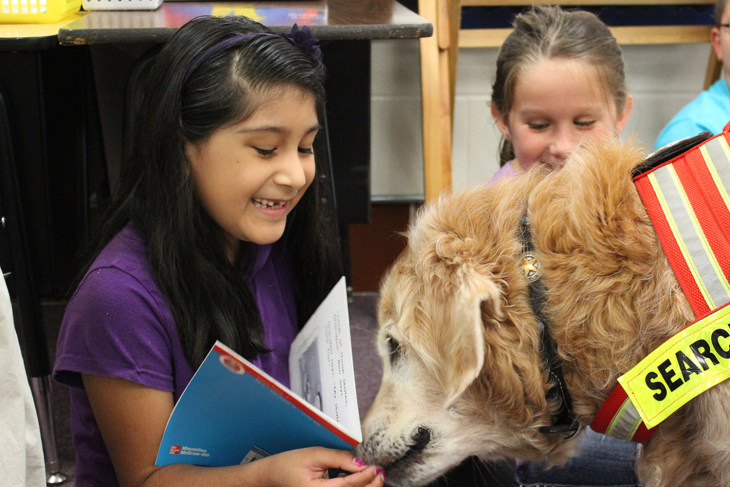 Bretagne the dog helping kids read at school