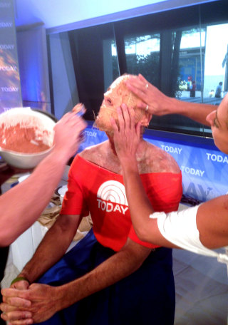 Image: Matt Lauer has a mold made of his face for an underwater sculpture