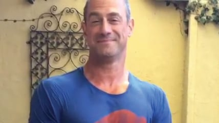 Image: Chris Meloni takes Ice Bucket Challenge