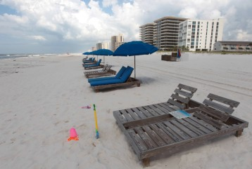 ** HFM ** FOR USE WITH STORY SLUGGED: GULF OIL SPILL JULY FOURTH ** Empty chairs line the beach in Perdido Key, Fla., Friday, July 2, 2010. Oil from t...