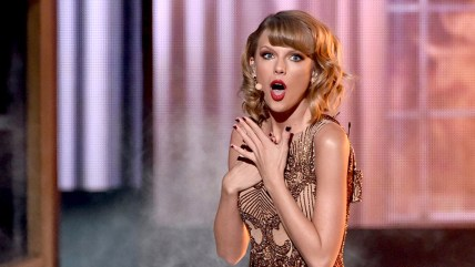 Taylor Swift performs at the 2014 American Music Awards.