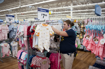 Wal-Mart on Saturday will shift its focus from orange and black to red and green, when it kicks off its first round of holiday deals.